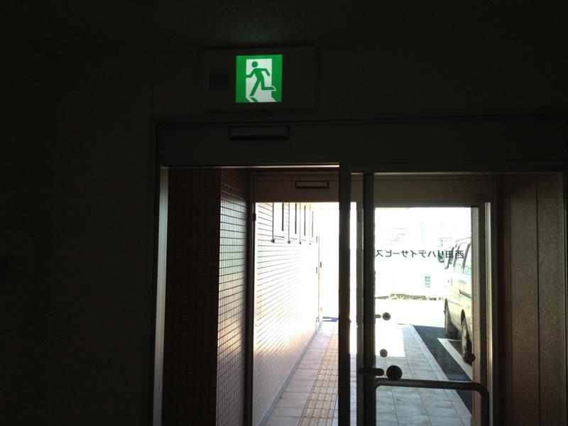 誘導灯 玄関出入口